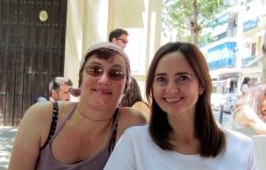 Berta con Rebecca terraza